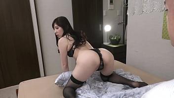彼女の母親がエロ下着と中出しで彼氏を誘惑しはじめた 松田優子
