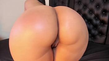 Mesmerizing Huge Thicc Latina Ass Jiggling