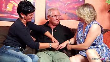 Deutsche Ehefrau überredet die Putzfrau zu FFM Dreier mit Ehemann 15 min