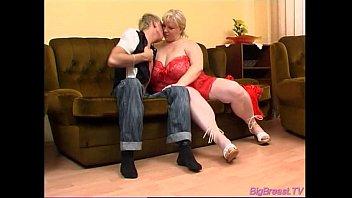 Big breasts babe gets blowjob