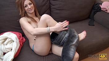 HUNT4K. Slutty Hottie akzeptiert Bargeld vom Jäger für die Chance, BF Cuckold zu machen