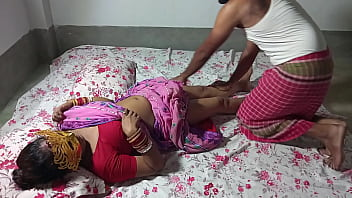 बीमार मालकिन को राजू नौकर ने मालिश करने के बाद चोदा