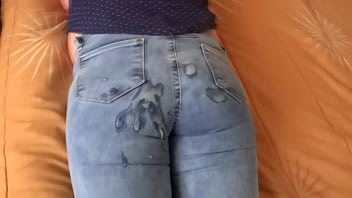 58-year-old Latin mother in her bedroom, very excited, she calls the husband of the employee to record what she masturbates several times and asks him at the end to cum on her ass with the jeans on