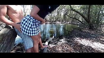 Levei minha prima novinha cheia de tesão para a floresta!!!