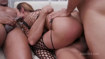Hot Milf Belinha Baracho doing DP with big cocks