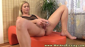 Sexy wam blonde babe covers self in pee