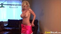 Beautiful babe Caylian Curtis drenching her fingers