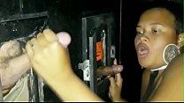 Novinha Gostosa Pretinha Mel Fadinha 19 Aninhos na festa de swing se divertindo pelo gloryhole - Video Completo no Xvideos RED