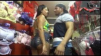 Mulher negra gostosa resolve atacar vendedor do pau grande. Rubens Badaro