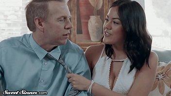 SweetSinner Babysitter is HOT for Divorced Dad in Dry Spell