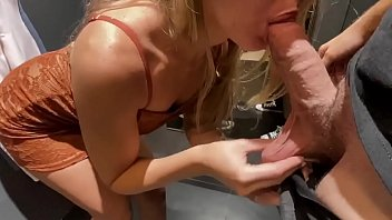 Amateur Teen gets fucked in dressing room
